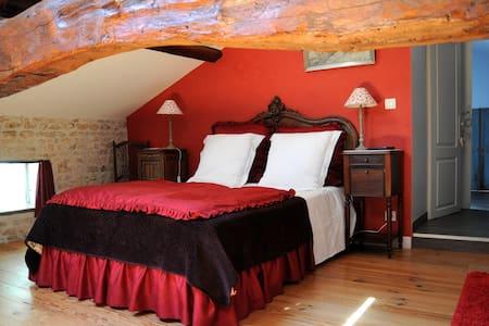 Chambre Cerise - Cherry Room