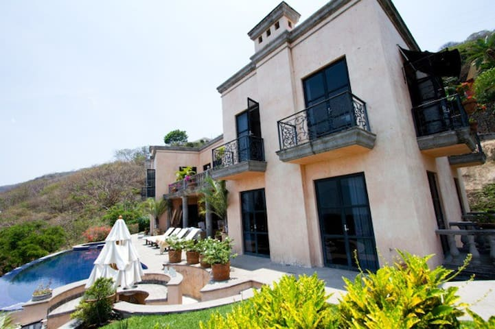 Casa Villa Veneze- Rose room - Ajijic - Penzion (B&B)