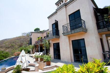 Casa Villa Veneze- Rose room - Ajijic - Bed & Breakfast