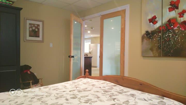 Entire guest suite,near airport, private entrance