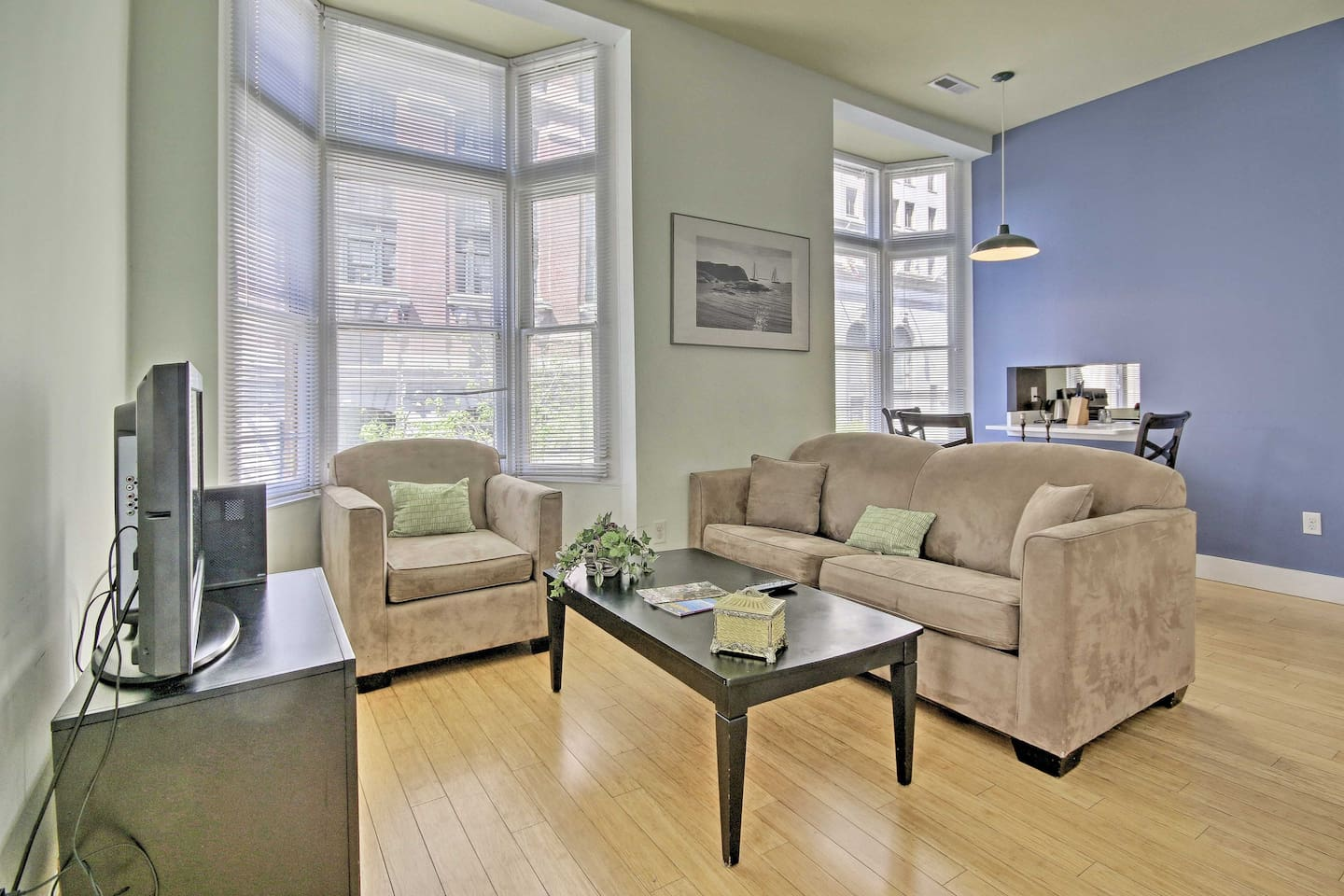 Explore the seaport city of Baltimore from this spacious vacation rental!