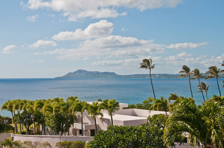 Diamond Head View...Surf, Wedding or Reunion!