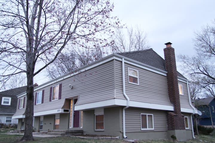 Overland Park ( I 35, Hwy. 69, and 87 th St. ) - Overland Park - House