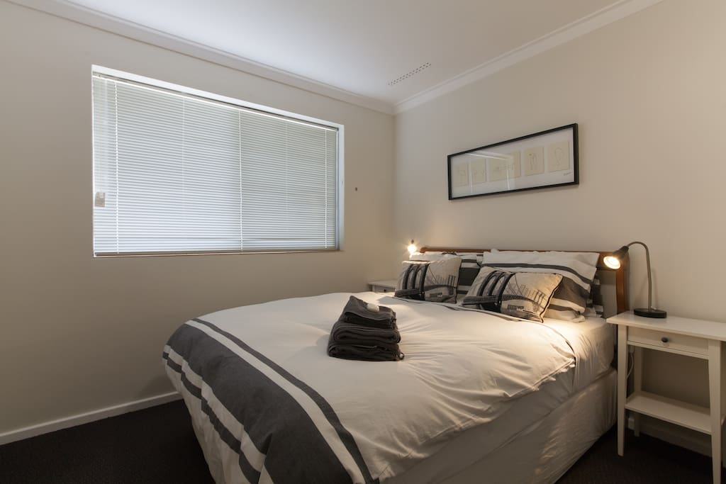 Quality queen bed with stunning views to Perth city skyline.