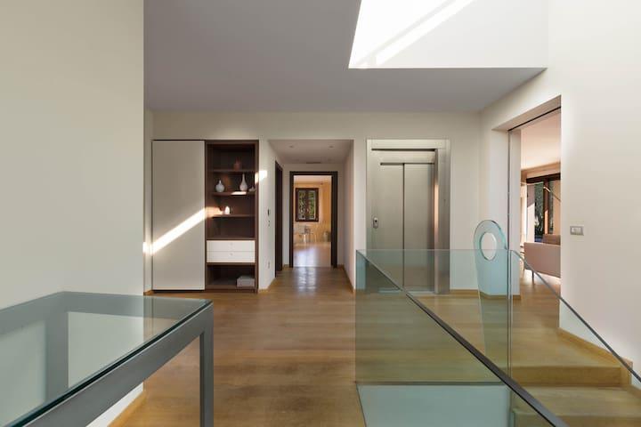 1007 Villa Iride