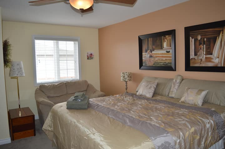 PRIVATE KING BED MASTER SUITE IN NORTH BURLINGTON