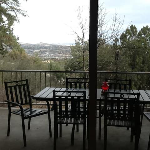 Peaceful Hilltop 2-bedroom Getaway