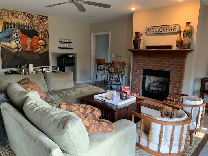 Luxurious 2-BR Private Basement - 10 min. from EKU