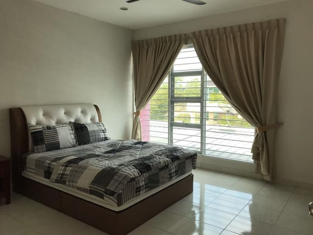 Master Room2 @Setia Residen, gated & guarded