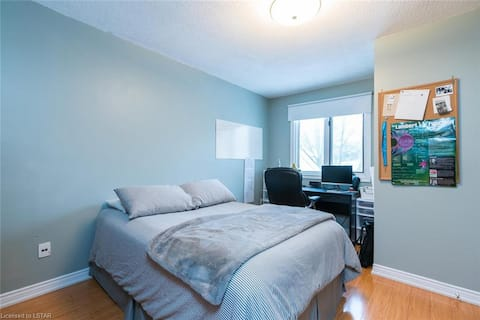 UWO STUDENTS - ROOMS FOR RENT / LONG TERM 12 MONTH