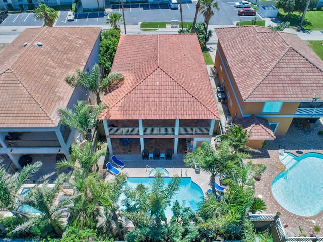 Large Private Home! Private Pool and Hot Tub! 5 min walk from beach!
