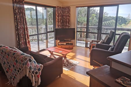 Manuka Cottage, centrally located in Golden Bay