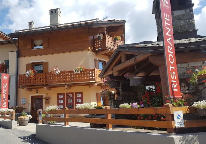 Bilocale con ampio balcone nel centro di Torgnon - Mongnod - Apartment