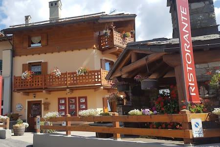 Bilocale con ampio balcone nel centro di Torgnon - Mongnod - อพาร์ทเมนท์