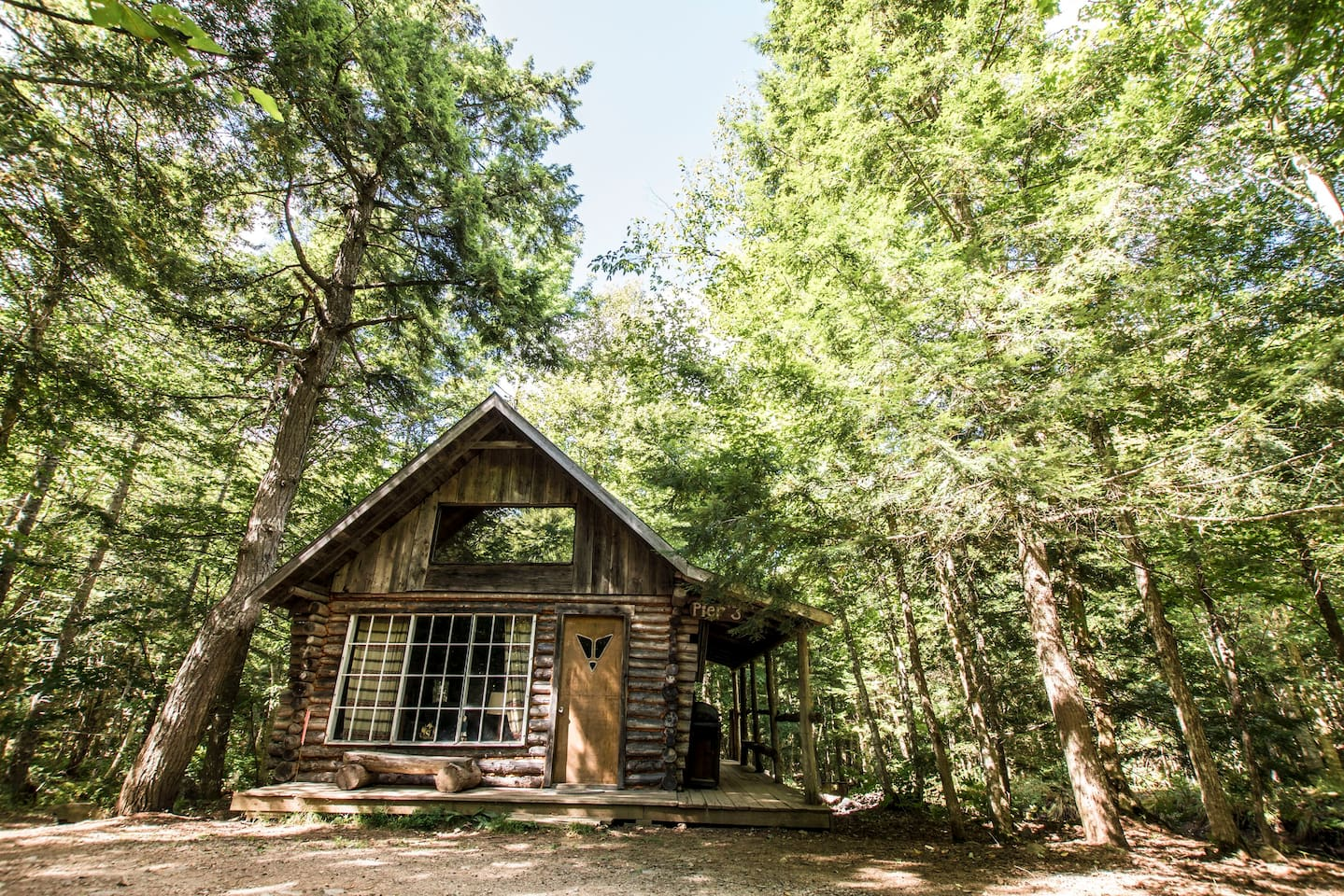 Pier 3 is a Cozy and inviting Cabin.  It's Nautical Theme is enhanced by a beautiful pond on one side and a creek on another. Hang out on either the covered or open decks and enjoy the forest setting.