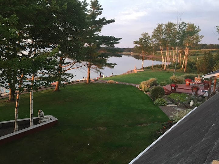 Cape Breton - Dundee Waterfront Cottage