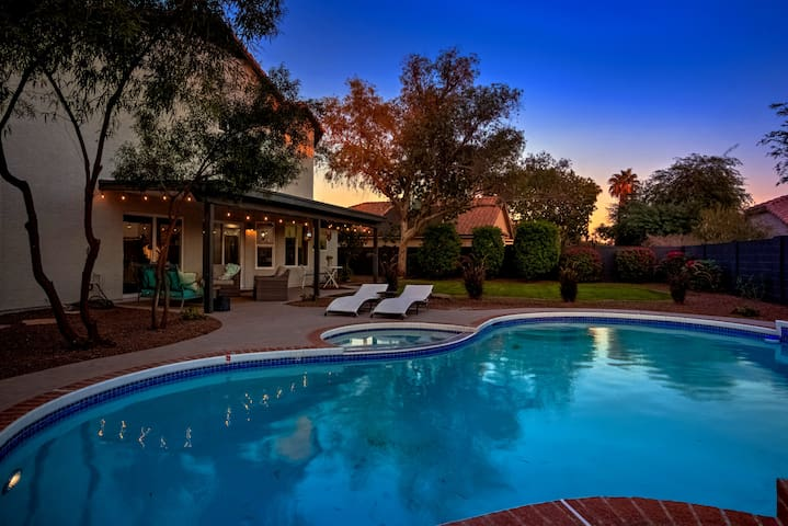 Resort Style - 4 bedroom with POOL in Scottsdale