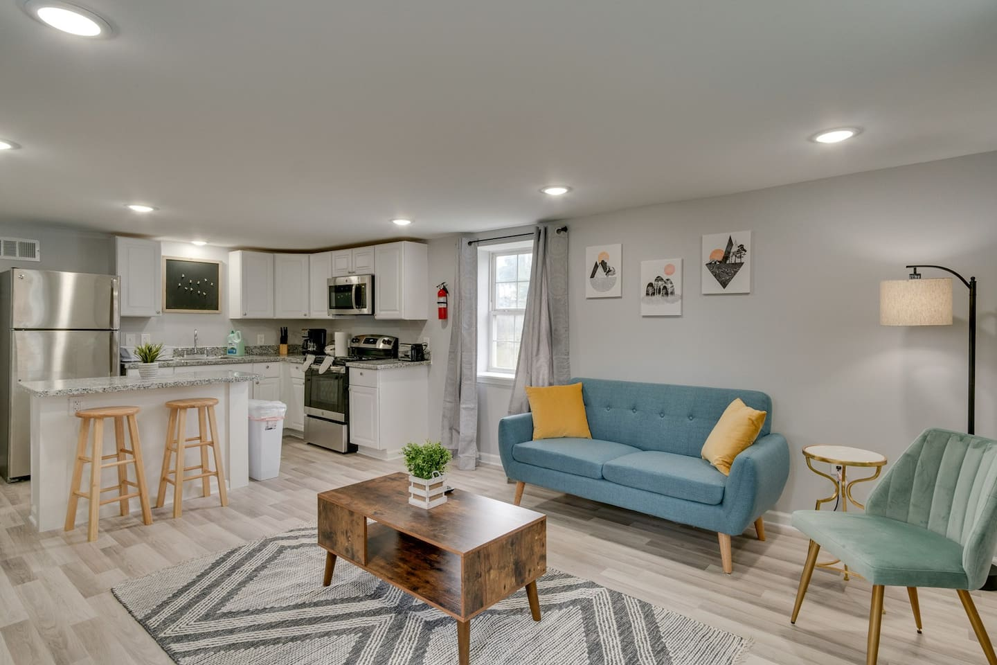 Living room equipped with all amenities and smart TV