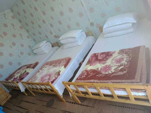 青海湖黑马河九妹家庭宾馆(3人间)