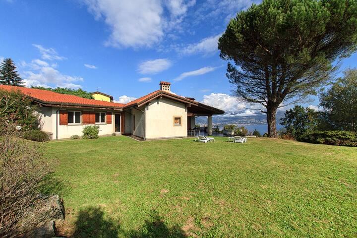 Admirable villa for perfect relax - Magognino - Huvila
