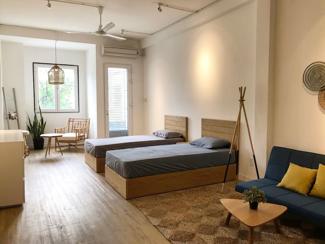 NEW! Designer suite in cafe with FREE breakfast! - Ho Chi Minh City - Bed & Breakfast