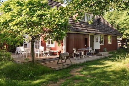 Cozy cottage - 5 min from Skäralid national park