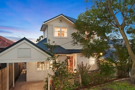 Spacious family home close to the beach - North Curl Curl - Haus