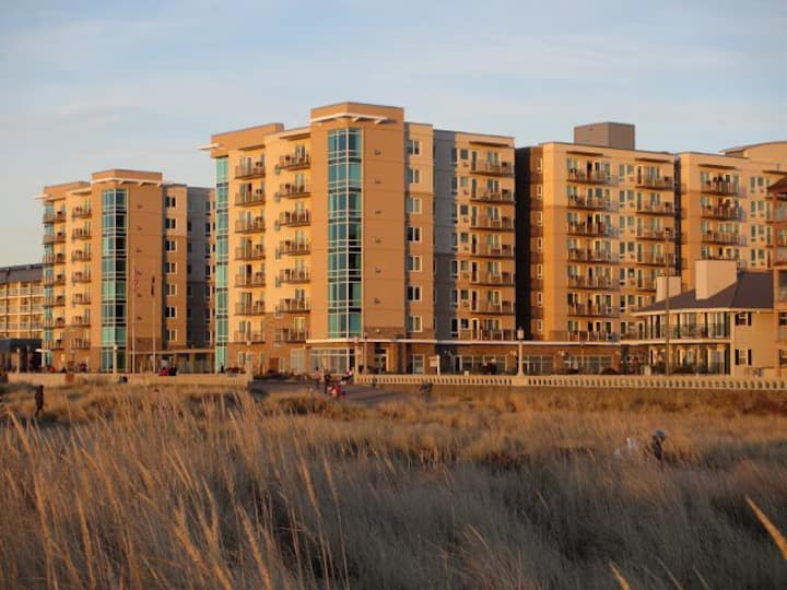 1BR Condo in Seaside on the beach Aug 8-16