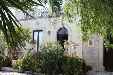 Villa Benedetta, nella wine-valley degli iblei - Comiso - Villa