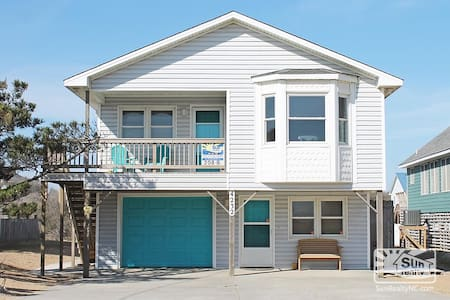 Semi-Ocean front w/pool and hot tub - Kitty Hawk - 一軒家