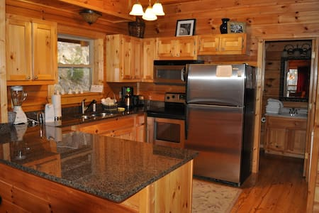 LOG Cabin 1mi to Gatlinburg D'town-Luxury/location - Gatlinburg - Cabin