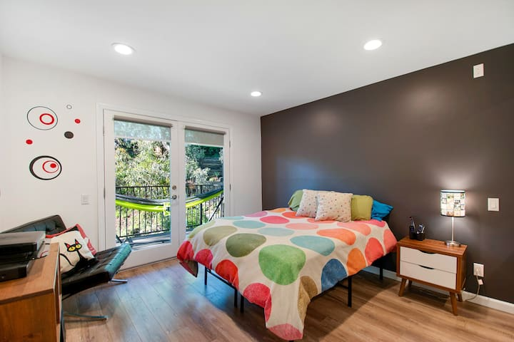 Private Master Suite- 3-story Modern Hillside home