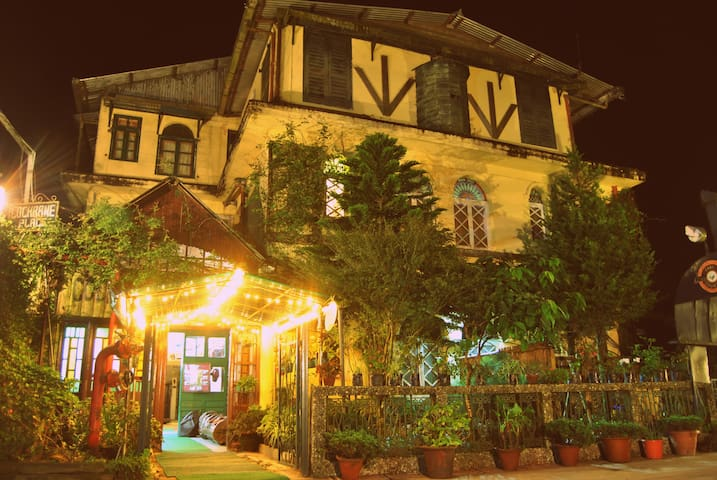 Colonial stay in tea country I Family suite I - Kurseong - Вилла