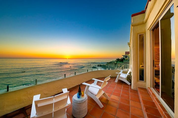 Oceanfront w/ Charming Courtyard, & Ocean & Sunset Views!