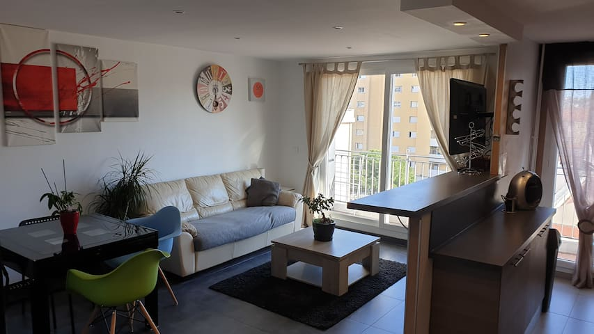 Spacieux appartement + parking + Tramway 1min