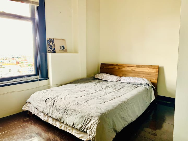 Sunny Large 1BR Loft in Prime Downtown Location