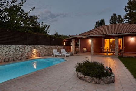 Luxurious Villa with a private pool - Poros