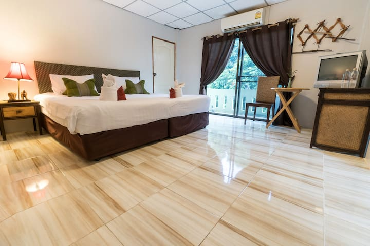 Chiangmai guesthouse Family room city center 306