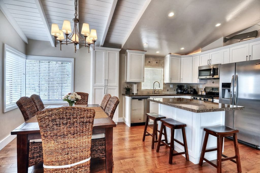 Comfortable Seating at Dining Table & Barstools for Island