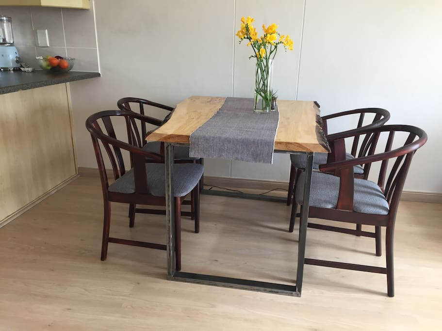 4 sitter dinning table