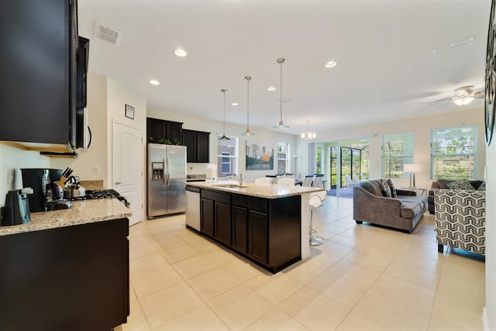 Upscale 5 Bed Pool Home in Stunning Solterra Resort!
