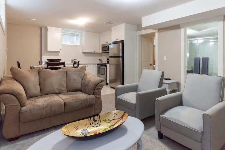 Modern & Central North Vancouver 2 Bedroom Suite!
