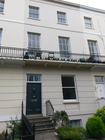 Modern Regency studio flat near to the town centre - Cheltenham - Huoneisto
