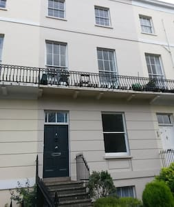Modern Regency studio flat near to the town centre - Cheltenham - Apartemen