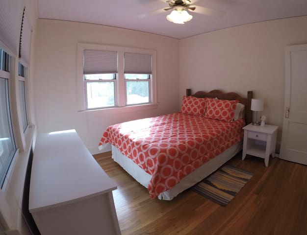 Peaceful private room, walk to Nob Hill/Montevista