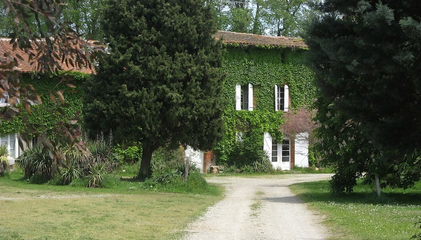 Mazères. Gîte de Palosse. Rural and family house.