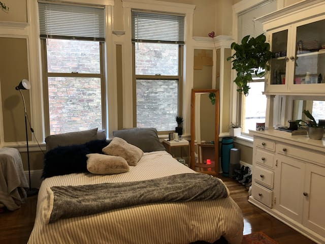 Cozy  room in downtown