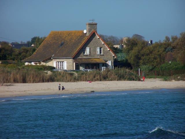 Une villa de rève les pieds dans l'eau