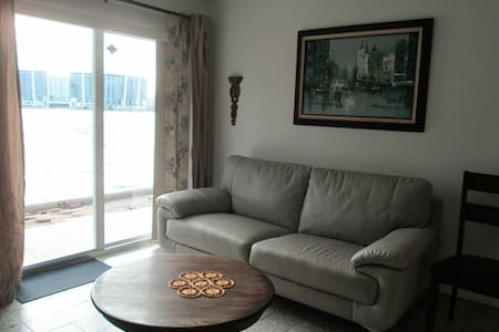 Bayside 1 Bedroom Apartment (No Hidden Fees)