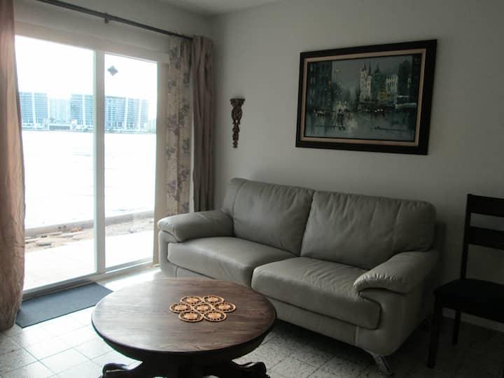 Bayside 1 Bedroom Apartment (No Hidden Fees)
